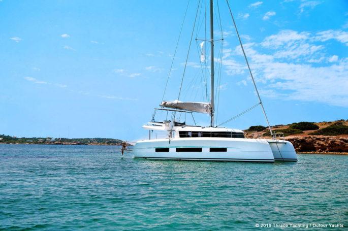 Exterior Dufour Catamaran 48